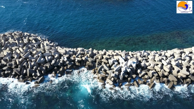 ACCROPODE breakwater collapsed